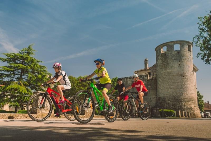 Recreational bicycle ride: New Wine Festivity